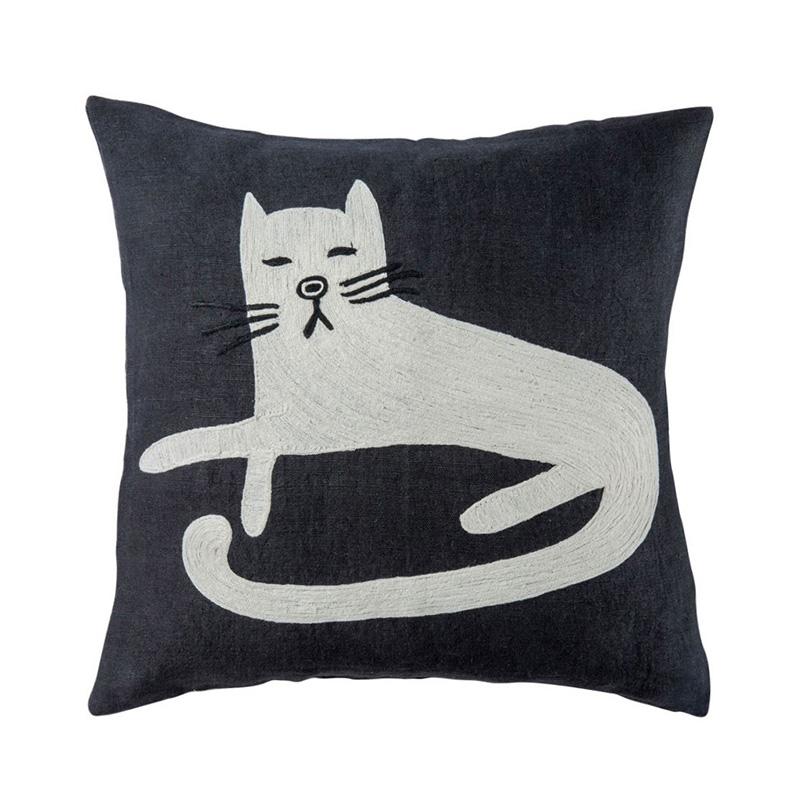SITTING CAT CC BK/WH 45×45