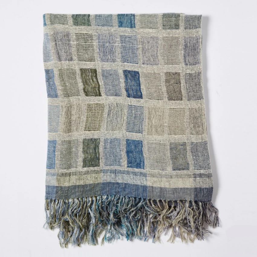 BLOCK WOVEN SILK THROW 130X170 BLUE